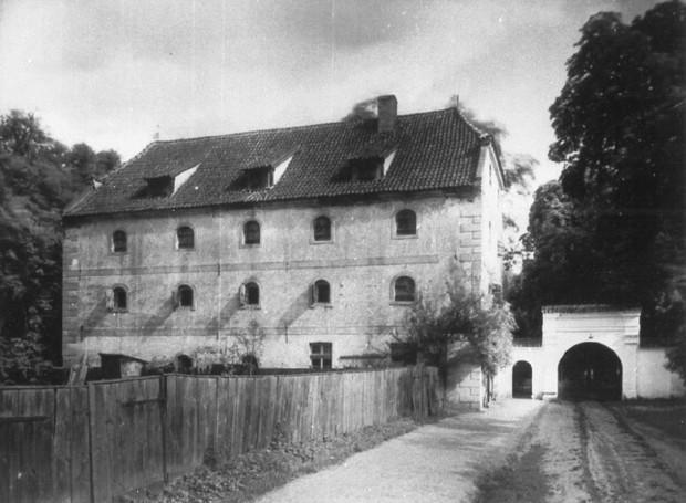 Spichlerz Opacki powstały za czasów opata Zaleskiego.