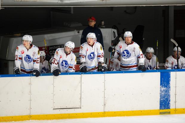 Stoczniowiec Gdańsk nie ma szans na awans do play-off a do końca rundy zasadniczej zostało im dziewięć spotkań, z czego cztery w domu. Te ostatnie rozegrają na małej tafli hali Olivia.