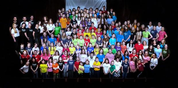 W trakcie roku szkolnego na warsztaty uczęszcza około 200 osób.