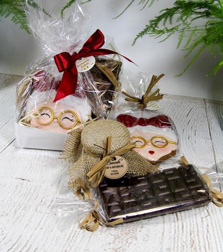 Zestaw prezentowy - czekolada, konfitura w słoiczku, ciastko robione ręcznie w kształcie babci lub dziadka. Cena zestawu to 45 zł.