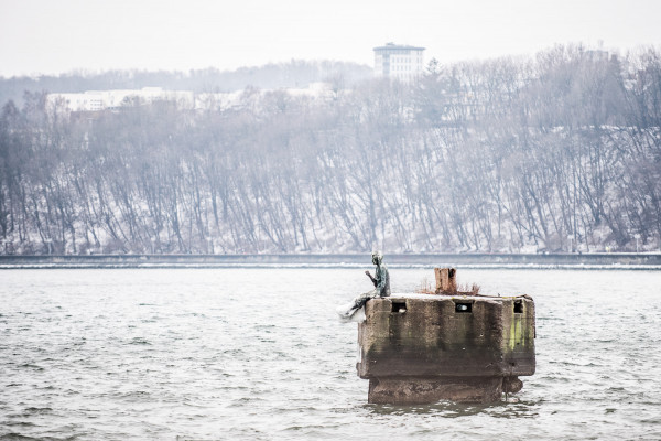 Pomnik Dyrygenta Fal (Marzyciela) zimą.