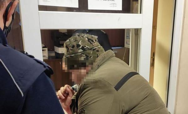 """Pijanego kierowcę zatrzymali funkcjonariusze z nieoznakowanego samochodu """"drogówki""""."""