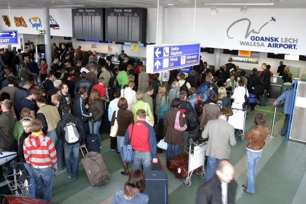 Po raz ostatni niewiele ponad 1,5 mln pasażerów przez lotnisko w Gdańsku przewinęło się 14 lat temu. Na zdjęciu terminal T1 w kwietniu 2007 r.