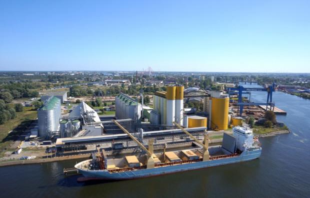Przy nabrzeżu terminala cumować mogą statki o długości do 190 metrów długości i 33 metrów szerokości.