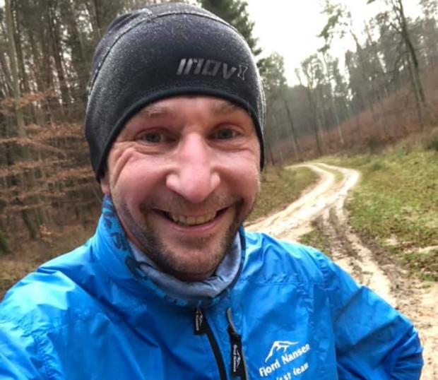 """Piotr Suchenia doskonale wie, """"z czym się je"""" bieganie w zimowych warunkach. Zaliczył maratony na obu biegunach Ziemi."""
