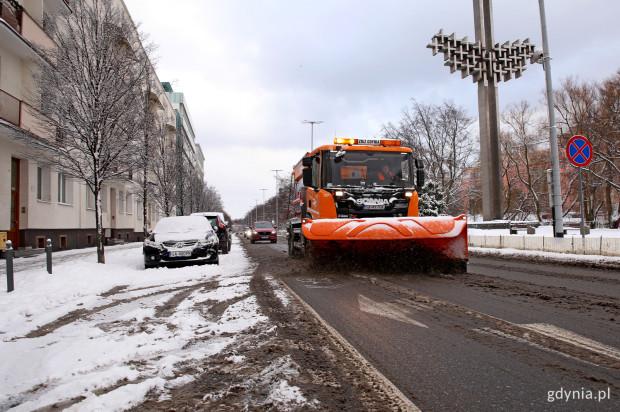Urzędnicy gdyńskiego Zarządu Dróg i Zieleni zapewniają, że na drogi wyjechały pługo-piaskarki.