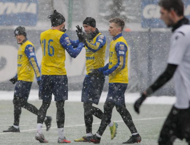 Mateusz Żebrowski (na zdjęciu trzeci z lewej) w ciągu sześciu minut ustrzelił hat-tricka.