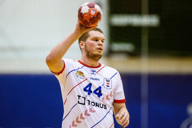 Kamil Adamczyk w Szczecinie rzucił 12 bramek w dwóch meczach, ale Torus Wybrzeże nie zdołało wygrać żadnego z nich.