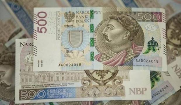 Przez niespełna cztery lata do obiegu trafiło 46,5 mln sztuk banknotów 500-złotowych. Ma to dowodzić, że jest popyt na wysokie nominały. Kolejnym krokiem ma być wprowadzenie banknotu o nominale 1000 zł.