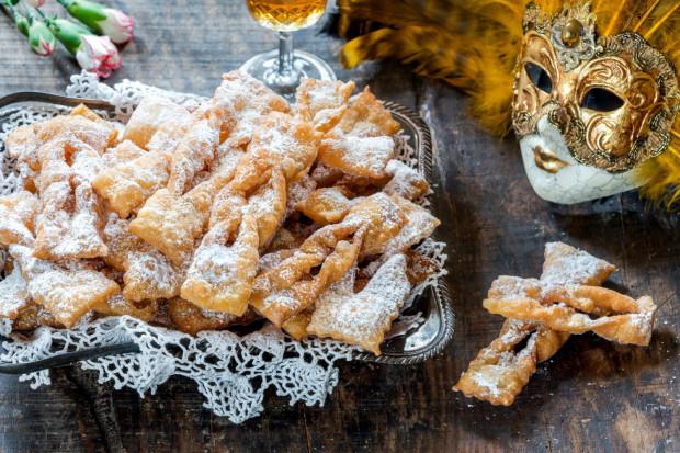 Wśród karnawałowych wypieków popularnością cieszą się nie tylko pączki i faworki, ale też racuchy czy ruchanki.