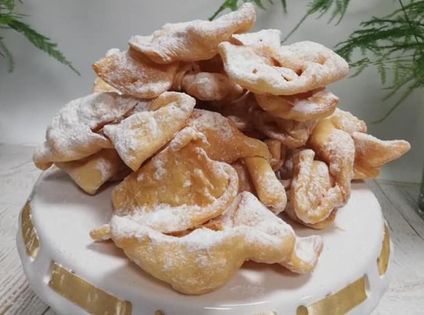 Faworki ma w swojej ofercie m.in. cukiernia  Baccate .