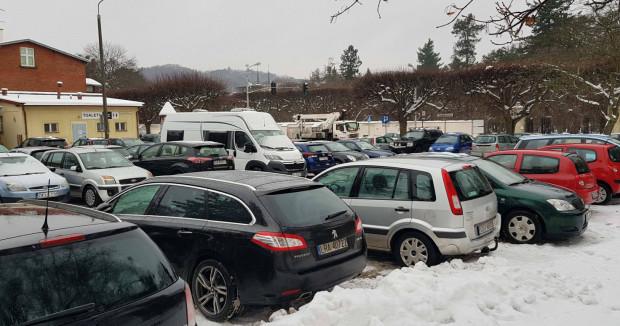 Tak wygląda obecnie pl. Inwalidów Wojennych - to jedyny bezpłatny parking w centrum Oliwy.