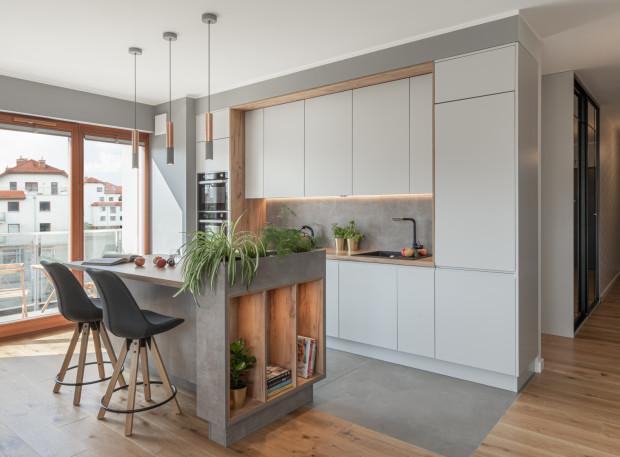 Wyspa kuchenna świetnie sprawdzi się również w nowoczesnych wnętrzach.
