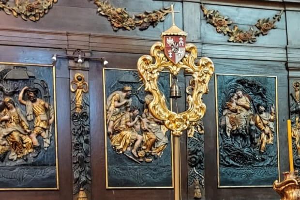 Tintinnabulum wraz z umbraculum stanowi komplet, który miał służyć procesjom w przypadku wizyty Ojca Świętego w Gdańsku.
