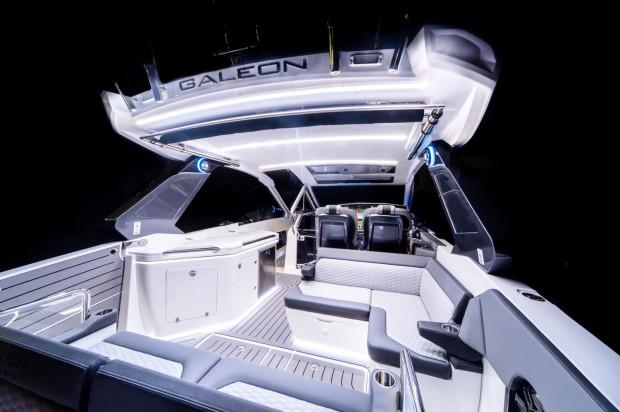 Galeon 325 GTO zabierze na pokład nawet 10 pasażerów.