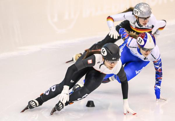 Nikola Mazur (na zdjęciu) i Kamila Stormowska ze Stoczniowca awansowały ze sztafetą na 3000 m do półfinału, ale tam nie zdołały przebić się do wyścigu o medale.