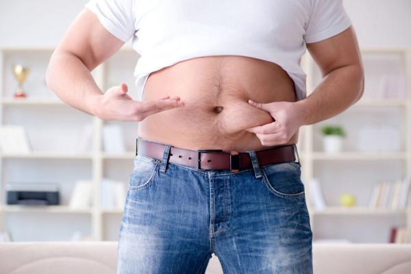 Pandemia koronawirusa poskutkowała obniżeniem poziomu aktywności fizycznej u wielu z nas. Niektórzy dorzucili do tego podjadanie podczas pracy zdalnej, a to musiało zaowocować przybraniem dodatkowych kilogramów.