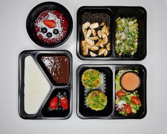 Dieta pudełkowa sprawia, że poznajemy nowe, zdrowe smaki. Pokazuje też jak powinna wyglądać dobrze zbilansowana dieta odchudzająca. Posiłki są smaczne, więc nie zniechęcamy się wyrzeczeniami.