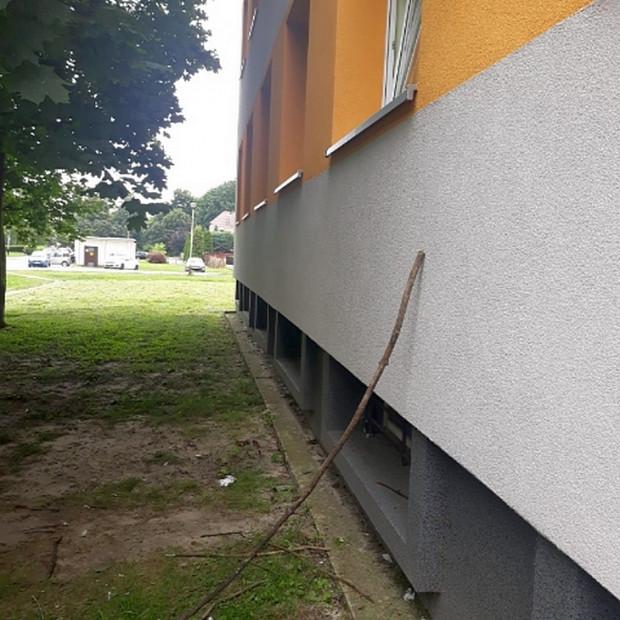 Zwycięzca kategorii Narzędzie Roku: kij do stukania w okno rejestracji w tarnobrzeskiej przychodni, działającej w reżimie sanitarnym ze względu na epidemię Covid-19.