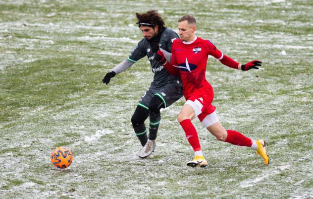Kenny Saief (z lewej) jesienią był ważnym piłkarzem Lechii. Swojego wkładu w grę nie udokumentował jednak liczbami w postaci asyst i bramek. Wiosną chce poprawić statystyki, ale podkreśla, że celem numer jeden jest awans do eliminacji europejskich pucharów.