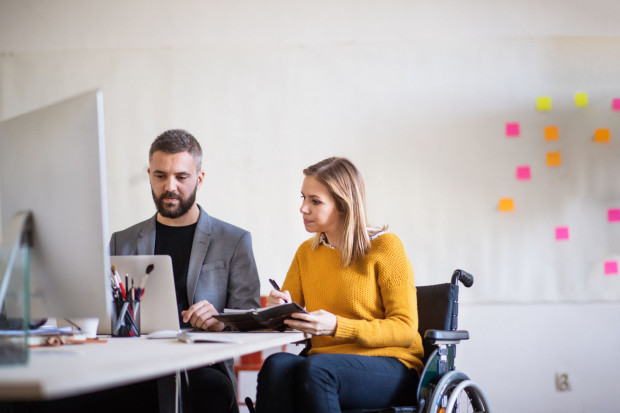 Wśród głównych działań zapisanych w Standardzie znalazły się m.in.: preferencyjne warunki dla organizacji i podmiotów zajmujących się aktywizacją społeczno-zawodową osób z niepełnosprawnością czy wdrożenie w samorządach narzędzi badających predyspozycje zawodowe osób z niepełnosprawnością.