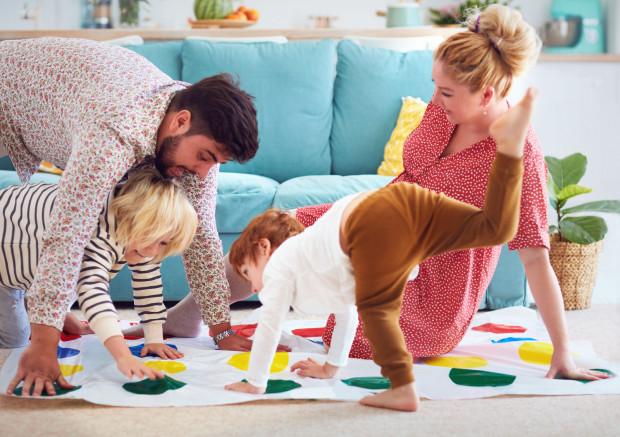 Brakuje wam lekcji wychowania fizycznego albo aktywnych zajęć dodatkowych? Rozpiera was energia? Postawcie na ruch i otwórzcie domowy klub fitness.