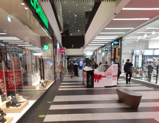 Ruch w galeriach jest tam, gdzie są sklepy spożywcze i kosmetyczne. Na zdjęciu parter w Forum Gdańsk.