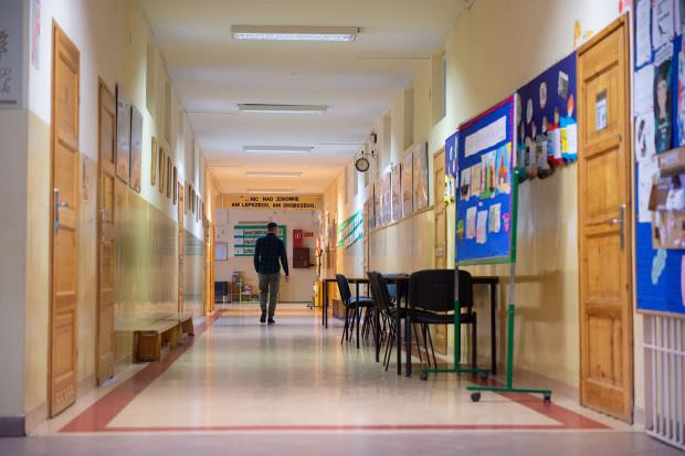 Szkoły podstawowe w całej Polsce od poniedziałku, 18 stycznia, wznowiły naukę stacjonarną dla uczniów klas I-III.