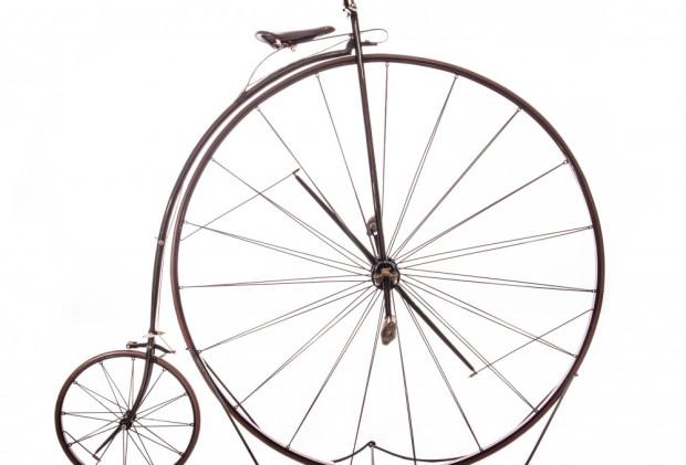 Bicykl (niem. Hochrad) z 50-calowym przednim kołem, 1874 r.