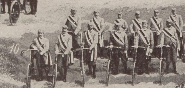 """Członkowie Klubu Rowerowego """"Błyskawica"""" w Gdańsku, 1898 r."""
