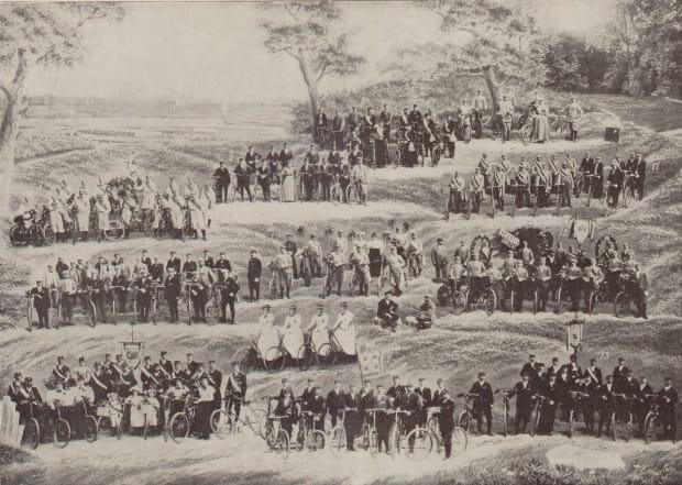 Grafika przedstawiająca uczestników I Zjazdu Północnoniemieckiego Okręgu Towarzystw Rowerowych, który odbył się w Gdańsku w 1898 r.