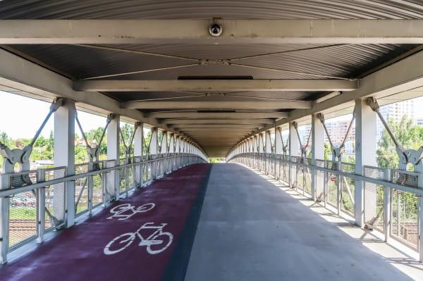 Nowe przepisy dają użytkownikom rolek, wrotek i deskorolek pełne prawa na drogach dla rowerów.