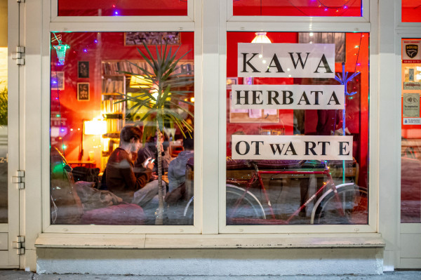 Część trójmiejskich lokali otworzyła się już, mimo obostrzeń. Tych, które sprzedają już alkohol na miejscu, zwolnienia z opłat nie dotyczą.