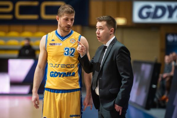 Karlo Vragović w superlatywach wypowiada się o trenerze Piotrze Blechaczu. Jest od niego starszy i jako doświadczony koszykarz jest gotów pomóc mu w każdej sytuacji.