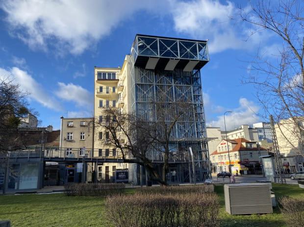 W najbliższych miesiącach rozpocznie się rozbiórka wieży widokowej stojącej przy Infoboksie w centrum Gdyni. Zostanie odtworzona, gdy w tym miejscu powstanie nowy biurowiec.