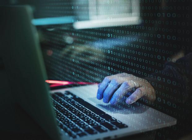 Oszuści wykorzystują łatwowierność osób chcących inwestować i po prostu przejmują kontrolę nad ich komputerami, telefonami, a co za tym idzie - kontami bankowymi.
