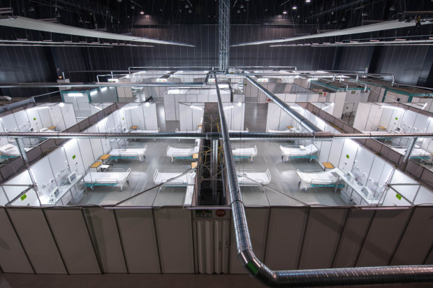 Tymczasowy szpital przygotowany w halach AmberExpo gotowy.