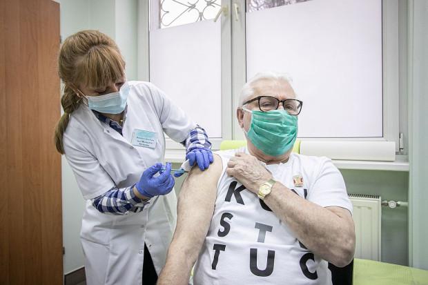 Były prezydent Lech Wałęsa (78 l.) pierwszą dawkę szczepionki przyjął we wtorek, 2 lutego, rano.