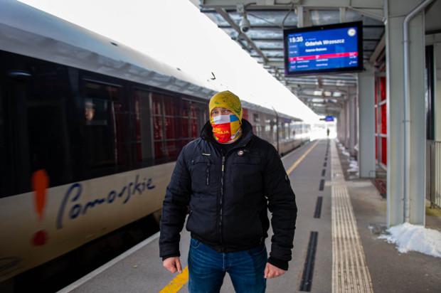 Pan Łukasz Urbanowicz uratował życie pasażerowi PKM.