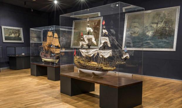 """Muzeum Marynarki Wojennej w Gdyni. Wystawa """"W świecie dawnych żaglowców""""."""