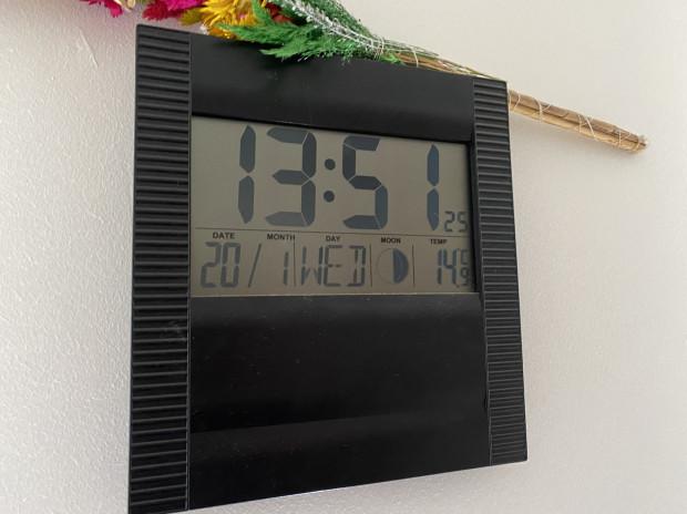 W mieszkaniu panuje temperatura na poziomie 15 st. C.