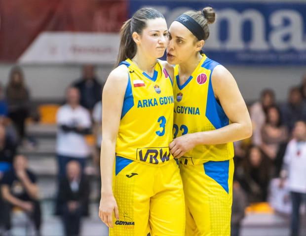 W pierwszej piątce reprezentacji Polski na mecz z Białorusią znalazły się aż trzy koszykarki VBW Arka Gdynia, w tym m.in.: Marissa Kastanek (z lewej) i Amelia Rembiszewska.
