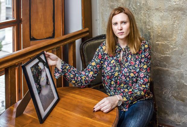 """""""Z szacunkiem dla tych, którzy odeszli, z empatią dla tych, którzy zostali"""" - to motto Dominiki Hermanowicz, która przeprowadza osobiste ceremonie humanistyczne."""