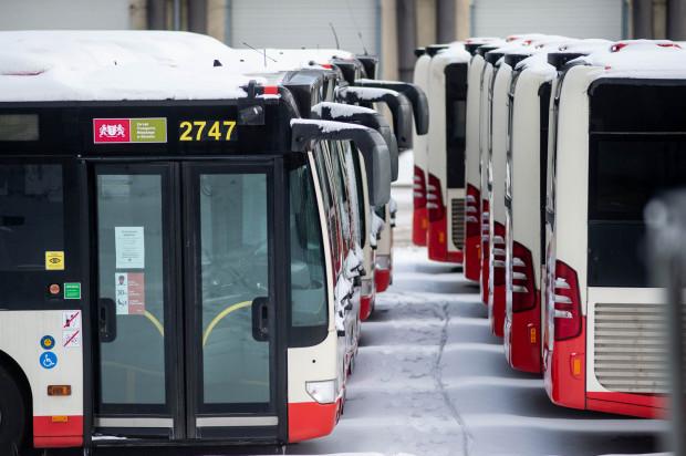 Mercedesy Citaro kupione z Berlina w 2018 r. od kilku miesięcy stoją w zajezdni autobusowej przy al. Hallera we Wrzeszczu.