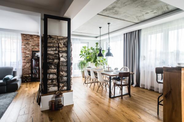 W domu w Gdyni eklektyzm opiera się na połączeniu stylu industrialnego ze skandynawskim.
