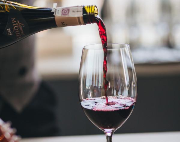Degustacja win to okazja do poznania nie tylko wyjątkowych smaków z różnych stron świata, ale także historii ich powstania.