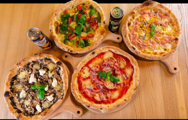 Kolorowe alternatywy prezentowane przez pizzerię Napoli powodują, że aż ciężko się zdecydować na jedną.