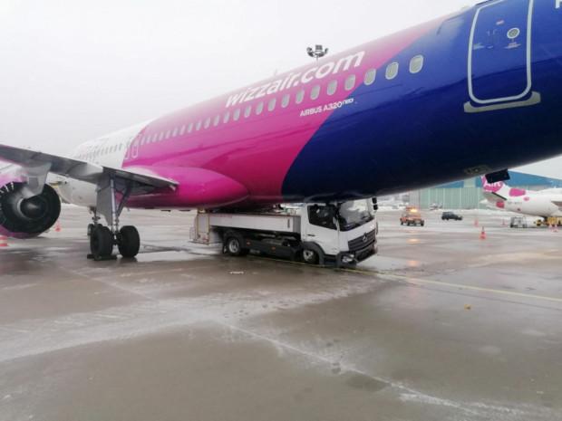 Zdecydowanie poważniejsza była styczniowa kolizja. Naprawa uszkodzonego samolotu ma potrwać ok. dwóch miesięcy.