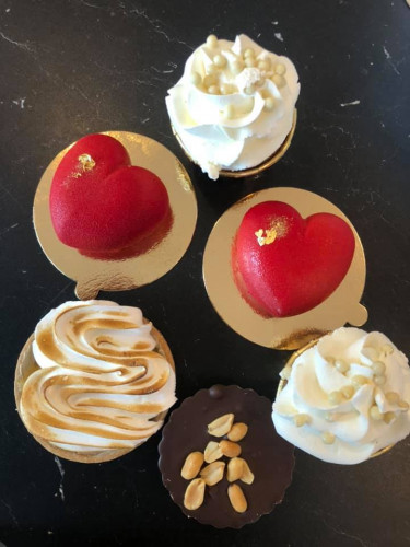 Przykładowe słodkie boksy od Suzi Cake.