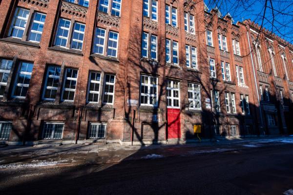 Najlepszą szkołą podstawową jest Gdańska Autonomiczna Szkoła Podstawowa, która w ciągu dwóch lat osiągnęła najwyższą średnią ze wszystkich przedmiotów na egzaminie.